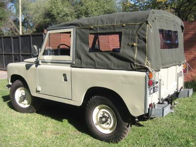 Bache series 2 et 3 chassis 88 pouces complete avec fenetres laterales khaki